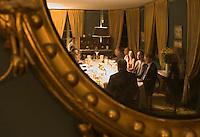Europe/France/Aquitaine/33/Gironde/Saint-Yzans-de-Médoc: Château  Loudenne, Médoc Cru Bourgeois  la salle à manger pour un repas de réception lors des vendanges