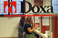 - call-center della società di sondaggi Doxa....- call-center of Doxa surveys company
