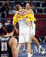 Mantas KALNIETIS (Lithuania) and Robertas JAVTOKAS (Lithuania) celebrates victory over Argentina, quarter-final World championship basketball match in Istanbul, Lithuania-Argentina, Turkey on Thursday, Sep. 09, 2010. (Novak Djurovic/Starsportphoto.com).