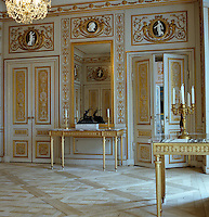 At one end of the Great Bedroom decorated by Louis Masreliez stands the sculpture of a deer on top of a gilded console table