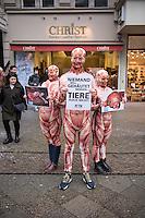 """Peta-Aktion mit """"gehaeuteten Menschen"""" gegen Pelzhandel.<br /> Mit """"gehäuteten"""" Menschen machte die Tierrechtsorganisation Peta am Dienstag den 2. Dezember 2015 in Berlin auf das Tierleid in der Modeindustrie aufmerksam. Tausende Tiere werden bei der industriellen Herstellung von Leder- und Pelzbekleidung oft bei lebendigem Leib und vollem Bewusstsein gehaeutet und sterben einen qualvollen Tod. Peta protestierte auf dem Berliner Kurfuersten Damm vor einem Modegeschaeft der Firma Christ, in der exklusive Leder- und Pelz-Bekleidung verkauft wird.<br /> 2.12.2015, Berlin<br /> Copyright: Christian-Ditsch.de<br /> [Inhaltsveraendernde Manipulation des Fotos nur nach ausdruecklicher Genehmigung des Fotografen. Vereinbarungen ueber Abtretung von Persoenlichkeitsrechten/Model Release der abgebildeten Person/Personen liegen nicht vor. NO MODEL RELEASE! Nur fuer Redaktionelle Zwecke. Don't publish without copyright Christian-Ditsch.de, Veroeffentlichung nur mit Fotografennennung, sowie gegen Honorar, MwSt. und Beleg. Konto: I N G - D i B a, IBAN DE58500105175400192269, BIC INGDDEFFXXX, Kontakt: post@christian-ditsch.de<br /> Bei der Bearbeitung der Dateiinformationen darf die Urheberkennzeichnung in den EXIF- und  IPTC-Daten nicht entfernt werden, diese sind in digitalen Medien nach §95c UrhG rechtlich geschuetzt. Der Urhebervermerk wird gemaess §13 UrhG verlangt.]"""