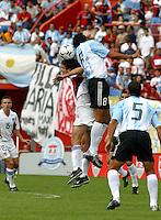 Ben Olsen, left, Luis Gonz‡lez, right, Argentina vs. USA, Miami, Fla. .....