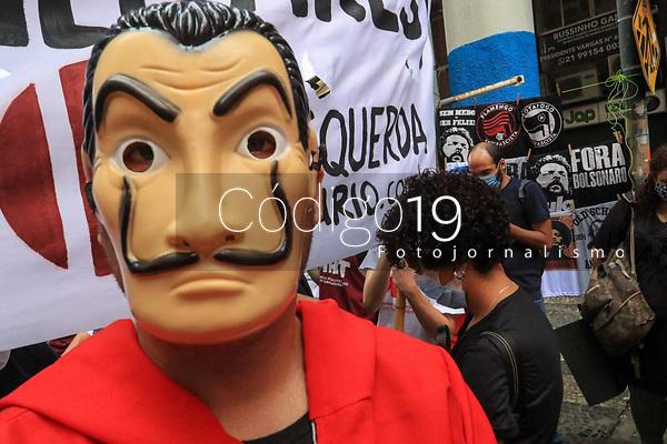 Rio de Janeiro (RJ), 07/09/2021 - Protesto-Rio - Manifestantes protestam contra o governo de Jair Bolsonaro e pedem sua saida nesse feriado de 07 de Setembro, Uruguaiana, centro da cidade.