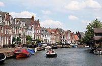 Nederland  - Maarssen - 2020.  Op de fietsboot varen over de Vecht. Huizen in het centrum van Maarssen. Foto Berlinda van Dam / Hollandse Hoogte