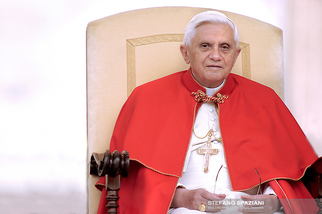 Pope Benedict XVI during a meeting  with young people in Saint Peter's  Square at the Vatican April 6, 2006...