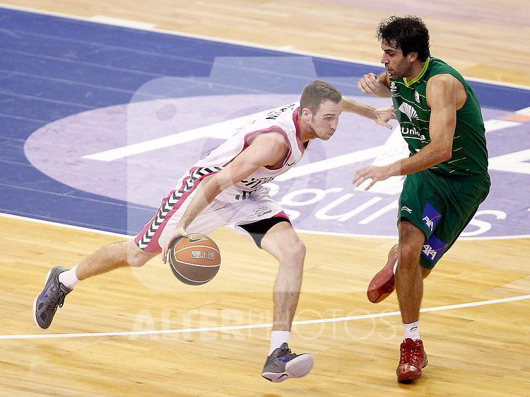 Unicaja Malaga's Berni Rodriguez (r) and Banca Civica Sevilla's Txemi Urtasun during Spanish Basketball King's Cup match.February 17,2012. (ALTERPHOTOS/ALFAQUI/Acero)