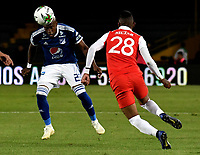 BOGOTÁ - COLOMBIA, 15-01-2019: Arley Rodríguez (Der.) jugador de Independiente Santa Fe disputa el balón con Felipe Banguero (Izq.) jugador de Millonarios, durante partido entre Independiente Santa Fe y Millonarios, por el Torneo Fox Sports 2019, jugado en el estadio Nemesio Camacho El Campin de la ciudad de Bogotá. / Arley Rodriguez (R) player of Independiente Santa Fe vies for the ball with Felipe Banguero (L) player of Millonarios during a match between Independiente Santa Fe and Millonarios, for the Fox Sports Tournament 2019, played at the Nemesio Camacho El Campin stadium in the city of Bogota. Photo: VizzorImage / Luis Ramírez / Staff.