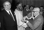 GIOVANNI SPADOLINI E SANDRO PERTINI PREMIERE DELL'OTELLO CON VITTORIO GASSMAN  <br /> TEATRO QUIRINO ROMA 1982