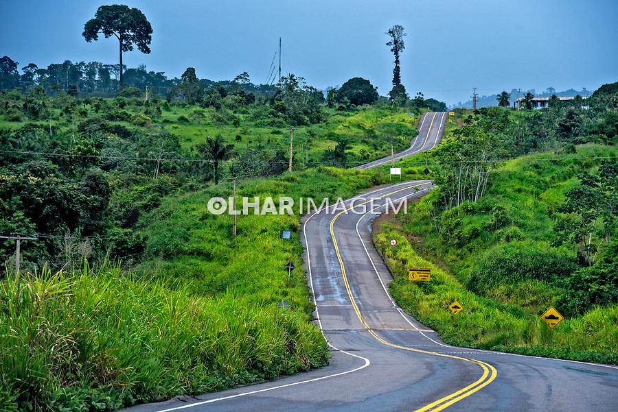 Estrada Travessao 27 que liga a BR 230 Rodovia Transamazonica a Pimantal, Vitoria do Xingu. Para. 2017. Foto Luciana Whitaker