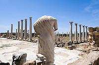 antike Stadt Salamis, kopflose Statuen im römischen Gymnasium, den Statuen aus dem Gymnasium wurden in christlicher Zeit die Köpfe abgeschlagen, Nordzypern