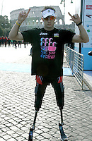 Il maratoneta inglese Richard Whitehead, disabile in gara con i normodotati grazie alle sue protesi, si prepara per la partenza della Maratona di Roma al Colosseo, 22 marzo 2009..British disabled athlete Richard Whitehead, with prosthetic racing blades, prepares for the start of the Rome's Marathon at the Colosseum, 22 march 2009..UPDATE IMAGES PRESS/Riccardo De Luca