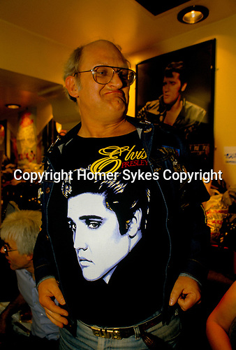 'ELVIS FANS', ELVIS FAN, WEARING T-SHIRT WITH PICTURE OF ELVIS PRESLEY ON THE FRONT, IN WEST END CLUB, LONDON