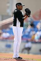 February 25, 2009:  Pitcher Ricky Romero (24) of the Toronto Blue Jays during a Spring Training game at Dunedin Stadium in Dunedin, FL.  The New York Yankees defeated the Toronto Blue Jays 6-1.   Photo by:  Mike Janes/Four Seam Images