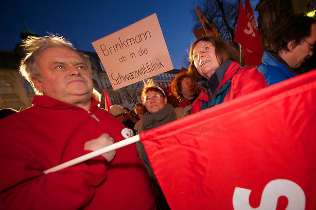 Protest gegen Berliner  Landesparteitag von Pro-Deutschland.<br /> Mehrere hundert Mneschen protestierten am Freitag den 4. Maerz 2011 im Stadtteil Zehlendorf gegen den Berliner Landesparteitag der rechtspopulistischen Partei Pro-Deutschland. Die Rechten hatten sich als Veranstaltungsort das Rathaus erstritten. An den Protesten beteiligten sich Mitglieder der SPD, der Linkspartei Die LINKE, der Piraten-Partei, den Gruenen, Mitarbeiter des Beziksamtes, des Rahthauses sowie Mitglieder parteiunabhaengiger Antifagruppen.<br /> 4.3.2011, Berlin<br /> Foto: Christian-Ditsch.de<br /> [Inhaltsveraendernde Manipulation des Fotos nur nach ausdruecklicher Genehmigung des Fotografen. Vereinbarungen ueber Abtretung von Persoenlichkeitsrechten/Model Release der abgebildeten Person/Personen liegen nicht vor. NO MODEL RELEASE! Don't publish without copyright Christian-Ditsch.de, Veroeffentlichung nur mit Fotografennennung, sowie gegen Honorar, MwSt. und Beleg. Konto:, I N G - D i B a, IBAN DE58500105175400192269, BIC INGDDEFFXXX, Kontakt: post@christian-ditsch.de]