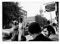 Scene de rue a Montreal, 14 avril 1974<br /> <br /> PHOTO : Alain Renaud - Agence Quebec Presse<br /> <br /> Les images commandees seront recadrees lorsque requis