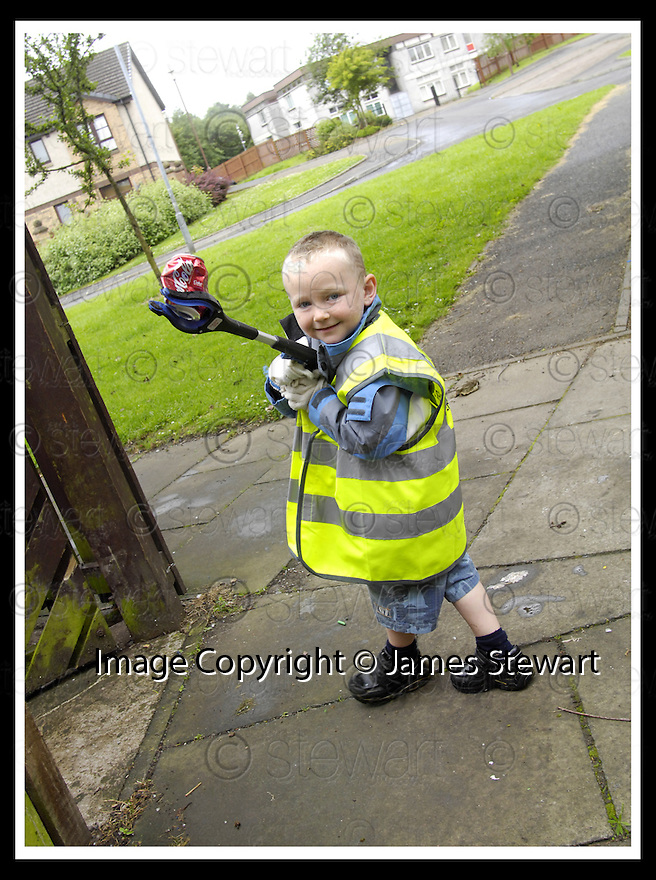 """25/07/2007       Copyright Pic: James Stewart.File Name : jspa06_denny.DENNY RESIDENTS """"BOLD"""" LITTER COLLECTING GROUP......James Stewart Photo Agency 19 Carronlea Drive, Falkirk. FK2 8DN      Vat Reg No. 607 6932 25.Office     : +44 (0)1324 570906     .Mobile   : +44 (0)7721 416997.Fax         : +44 (0)1324 570906.E-mail  :  jim@jspa.co.uk.If you require further information then contact Jim Stewart on any of the numbers above........."""