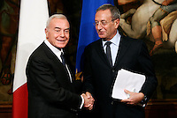 L'ex sottosegretario alla Presidenza del Consiglio Gianni Letta stringe la mano al nuovo sottosegretario Antonio Catricala',   a destra, a Palazzo Chigi, Roma, 16 novembre 2011..Italian former cabinet undersecretary Gianni Letta shakes hands with new undersecretary Antonio Catricala', right, at Chigi Palace, Rome, 16 november 2011..UPDATE IMAGES PRESS/Riccardo De Luca