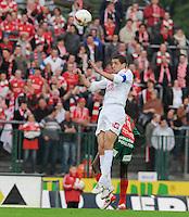 SV Zulte-Waregem - KV Kortrijk..de kopbal voor Karim Belhocine..foto David Catry /VDB