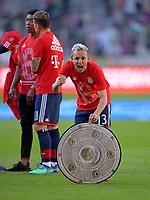 07.04.2018, Football 1. Bundesliga 2017/2018, 29.  match day, FC Augsburg - FC Bayern Muenchen, in WWK-Arena Augsburg. FC Bayern ist   dem 3:1 Sieg Germanr Football Meister 2018,   Schlusspfiff wird bei den Fans in Kurve gecelebrates, Rafinha (FC Bayern Muenchen) and einer Kopie der Meisterschale aus Stoff. *** Local Caption *** © pixathlon<br /> <br /> Contact: +49-40-22 63 02 60 , info@pixathlon.de