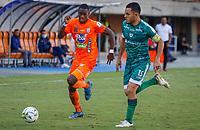 ENVIGADO - COLOMBIA, 28-08-2021: Yaser Asprilla de Envigado disputa el balón con John Garcia de Equidad durante el partido entre Envigado F.C y La Equidad por la fecha 7 de la Liga BetPlay DIMAYOR II 2021 jugado en el estadio Polideportivo Sur de Envigado. / Yaser Asprilla of Envigado struggles the ball with John Garcia of Equidad during match for the date 7 as part of BetPlay DIMAYOR League II 2021 between Envigado F.C and La Equidad played at Polideportivo sur stadium in Envigado. Photo: VizzorImage / Donaldo Zuluaga / Cont