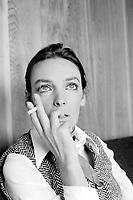 Sujet : Marie Laforet<br /> <br /> Date : Entre le 26 février et le 2 mars 1969<br /> <br /> Photographe : Photo Moderne<br /> <br /> - Agence Quebec Presse