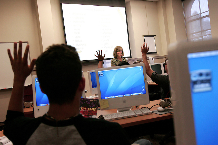 Professor Mary Toulouse holds her French 101 class in the language lab of Pardee on September  5th..4142..classroom.class