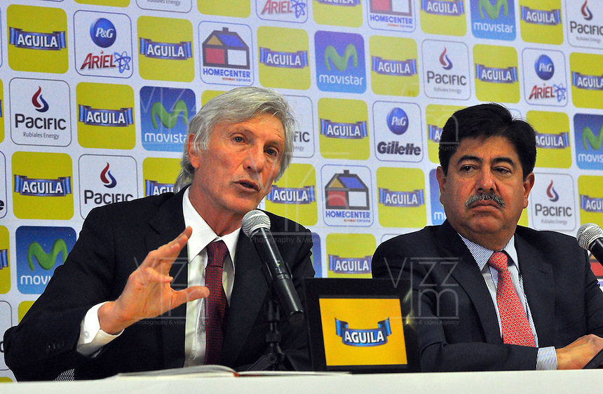 BOGOTA -COLOMBIA, 29- Agosto-2014.  Jose Pekerman Director tecnico de la seleccion Colombia de futbol de mayores  y Luis Bedoya Presidente de La Federacion Colombiana de futbol durante la conferencia de prensa ofrecida por Jose pekerman en su segunda etapa de contrato con la seleccion nacional. / Jose Pekerman coach chief of the selection Colombia soccer seniors  and Luis Bedoya President of The Colombian Football Federation during  press conference by Jose Pekerman in its second stage of contract with the national team. Photo: VizzorImage / Alfredo Gutierrez / Contribuidor