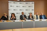Pressegespraech zur Verleihung des 9. Amnesty Menschenrechtspreises am 16. April 2018 in Berlin.<br /> Amnesty International vergibt den Menschenrechtspreis 2018 an das Nadeem-Zentrum in Kairo als ein Zeichen gegen Folter in Aegypten.<br /> Stellvertretend fuer das Nadeem-Zentrum nahm der aegyptische Arzt und Menschenrechtsaktivist Taher Mukhtar entgegen, da die Betreiber des Zentrums nicht aus Aegypten ausreisen duerfen.<br /> Im Bild vlnr.: Dolmetscherin; Najia Bounaim, Stellvertretende Nordafrika-Direktorin fuer Kampagnen im Internationalen Sekretariat von Amnesty International und Markus N. Beeko, Generalsekretaer von Amnesty International in Deutschland; Sara Fremberg, Pressesprecherin Amnesty International Deutschland; Taher Mukhtar, aegyptischer Arzt und Menschenrechtsaktivist – er nimmt den Amnesty-Menschenrechtspreis stellvertretend fuer das Nadeem-Zentrum entgegen; Dolmetscher.<br /> 16.4.2018, Berlin<br /> Copyright: Christian-Ditsch.de<br /> [Inhaltsveraendernde Manipulation des Fotos nur nach ausdruecklicher Genehmigung des Fotografen. Vereinbarungen ueber Abtretung von Persoenlichkeitsrechten/Model Release der abgebildeten Person/Personen liegen nicht vor. NO MODEL RELEASE! Nur fuer Redaktionelle Zwecke. Don't publish without copyright Christian-Ditsch.de, Veroeffentlichung nur mit Fotografennennung, sowie gegen Honorar, MwSt. und Beleg. Konto: I N G - D i B a, IBAN DE58500105175400192269, BIC INGDDEFFXXX, Kontakt: post@christian-ditsch.de<br /> Bei der Bearbeitung der Dateiinformationen darf die Urheberkennzeichnung in den EXIF- und  IPTC-Daten nicht entfernt werden, diese sind in digitalen Medien nach §95c UrhG rechtlich geschuetzt. Der Urhebervermerk wird gemaess §13 UrhG verlangt.]
