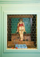 Europe/France/Rhône-Alpes/69/Rhône/Lyon:  Bouchon Le Garet, 7, rue du Garet Joueuse  de boules  lyonnaise sur la porte des toilettes du bouchon