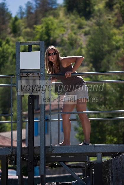 Europe/Europe/France/Midi-Pyrénées/46/Lot/Env de Parnac: Tourisme fluvial dans la vallée du Lot - a l'écluse [Autorisation : 2011-106] [Autorisation : 2011-107] [Autorisation : 2011-108]