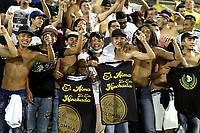 NEIVA - COLOMBIA, 13-09-2021: Hinchas de Huila animan a su equipo durante partido entre Atlético Huila y Deportes Tolima por la fecha 9 como parte de la Liga BetPlay DIMAYOR II 2021 jugado en el estadio Guillermo Plazas Alcid de la ciudad de Neiva. / Fans of Atletico Huila cheer for their team during match between Atletico Huila and Deportes Tolima for the date 9 as part of BetPlay DIMAYOR League II 2021 played at Guillermo Plazas Alcid stadium of Neiva city. Photos: VizzorImage / Sergio Reyes / Cont