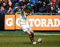 Photo: Richard Lane/Richard Lane Photography. Bath Rugby v London Wasps. Aviva Premiership. 21/04/2012. Wasps' Nick Robinson kicks.