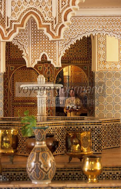 """Afrique/Maghreb/Maroc/Essaouira : Résidence """"Dar Mimosas"""" route d'Agadir, le salon marocain avec stucs et zelliges de la Villa Quieta 86 bd Mohamed"""