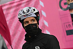 Simon Yates (GBR) Team BikeExchange at sign on before the start of Stage 16 of the 2021 Giro d'Italia, running 212km from Sacile to Cortina D'Ampezzo, Italy. 24th May 2021.  <br /> Picture: LaPresse/Gian Mattia D'Alberto | Cyclefile<br /> <br /> All photos usage must carry mandatory copyright credit (© Cyclefile | LaPresse/Gian Mattia D'Alberto)
