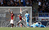 Calcio, Serie A: Roma vs Napoli. Roma, stadio Olimpico, 25 aprile 2016.<br /> Roma's Radja Nainggolan, left, celebrates after scoring the winning goal during the Italian Serie A football match between Roma and Napoli at Rome's Olympic stadium, 25 April 2016. Roma won 1-0.<br /> UPDATE IMAGES PRESS/Isabella Bonotto