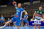 Patrick Zieker (TVB Stuttgart #25) ; re: Nemanja Zelenovic (FRISCH AUF! Goeppingen #42) ; BGV Handball Cup 2020 Finaltag: TVB Stuttgart vs. FRISCH AUF Goeppingen am 13.09.2020 in Stuttgart (PORSCHE Arena), Baden-Wuerttemberg, Deutschland<br /> <br /> Foto © PIX-Sportfotos *** Foto ist honorarpflichtig! *** Auf Anfrage in hoeherer Qualitaet/Aufloesung. Belegexemplar erbeten. Veroeffentlichung ausschliesslich fuer journalistisch-publizistische Zwecke. For editorial use only.