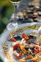 """Europe/Italie/Pouille/Alberobello : Purée de fèves aux fruits de mer - Recette de M. Leonardo chef du restaurant """"Il Poeta Contadino"""""""