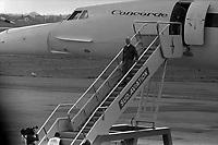 Le  1er vol d'essai du Concorde-<br /> Aérogare Blagnac ,Toulouse, France,<br />  2 mars 1969<br /> <br /> <br /> André Turcat (directeur des essais en vol de Sud Aviation et pilote du 1er vol d'essai du Concorde) descendant du Concorde sur une passerelle ; en haut de la passerelle Jacques Guignard (autre pilote) s'apprête à descendre ; en bas de la passerelle un caméraman filme