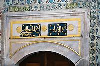 Europe/Turquie/Istanbul :  Détail porte Cuisines du Palais  de Tokapi