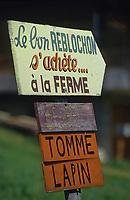 Europe/France/Rhône-Alpes/74/Haute-Savoie/ENV Manigod: Panneau vente de reblochon fermier