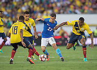action photo during the match Brasil vs Ecuador, at Rose Bowl Stadium Copa America Centenario 2016. ---Foto  de accion durante el partido Brasil vs Ecuador, En el Estadio Rose Bowl, Partido Correspondiante al Grupo -B-  de la Copa America Centenario USA 2016, en la foto: (i)-(d) Christian Nobioa, COutinho, Antonoo Valencia<br /> --- 04/06/2016/MEXSPORT/ David Leah.
