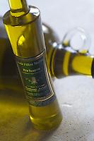Europe/France/Provence-Alpes-Cote d'Azur/04/Alpes-de-Haute-Provence/Les Mées: Huile d'Olive truffée du Moulin Fortuné Arzzi