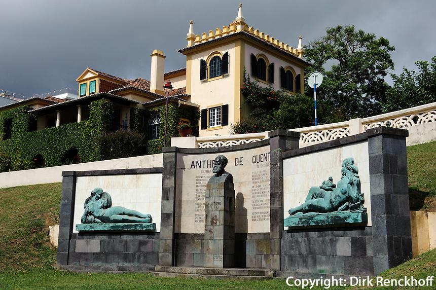 Denkmal im Jardim Antero de Quentalin Ponta Delgada auf der Insel Sao Miguel, Azoren, Portugal