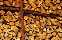 Europe/France/Rhône-Alpes/74/Haute-Savoie/Manigod: Remise de bois pour la cheminée d'un chalet