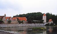 Dinkelsbuhl: City wall, river.