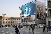- Milano, tabellone luminoso per la pubblicità in piazza Duomo<br /> <br /> - Milan, enlightened advertising board in Duomo square