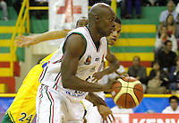 COLOMBIA -26-04-2013. Pedro Cubillan (i) de Once Caldas disputa el balón con Luis Blandón (d) de Bambuqueros durante partido de la fecha 5 fase II de la  Liga Direct TV de baloncesto Profesional de Colombia realizado en el coliseo Municipal de Caldas./  Pedro Cubillan (l) of Once Caldas fights for the ball with Bambuqueros player Luis Blandon (l) during match of the 5th date phase II of  DirecTV professional basketball League in Colombia at Municipal coliseum of Caldas. Photo: VizzorImage/Yonboni/STR