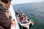 Europa, DEU, Deutschland, Schleswig-Holstein, Nordseeinsel Helgoland, Helgolaender Boerteboot, Touristen, Inselbesucher, Faehre, Ausbooten, Eine in Deutschland einmalige Touristenattraktion ist das Ausbooten der Passagiere der auf Reede liegenden Seebaederschiffe zur Helgolaender Landungsbruecke. Das Ausbooten wird mit offenen, kraeftig gebauten Boertebooten bzw. Ruddern (Landessprache) durchgefuehrt. Im Boerteboot finden 40-50 Passagiere waehrend der kurzen Fahrt vom Seebaederschiff zur Insel Platz., Kategorien und Themen, Typisch, Typisches, Original, Originales, Urspruenglich, Tourismus, Touristik, Touristisch, Touristisches, Urlaub, Reisen, Reisen, Ferien, Urlaubsreise, Freizeit, Reise, Reiseziele, Ferienziele....[Fuer die Nutzung gelten die jeweils gueltigen Allgemeinen Liefer-und Geschaeftsbedingungen. Nutzung nur gegen Verwendungsmeldung und Nachweis. Download der AGB unter http://www.image-box.com oder werden auf Anfrage zugesendet. Freigabe ist vorher erforderlich. Jede Nutzung des Fotos ist honorarpflichtig gemaess derzeit gueltiger MFM Liste - Kontakt, Uwe Schmid-Fotografie, Duisburg, Tel. (+49).2065.677997, archiv@image-box.com, www.image-box.com]