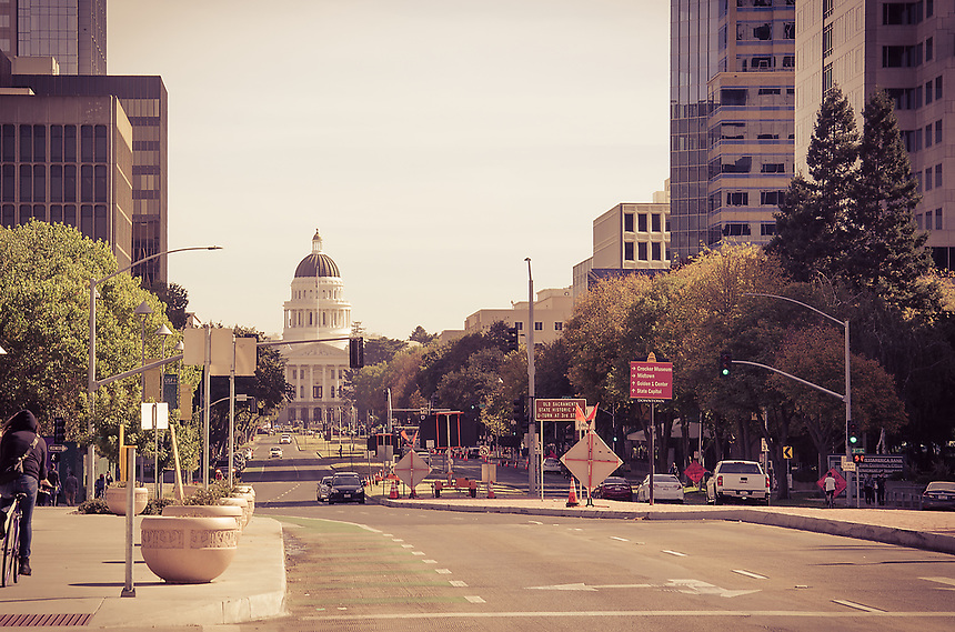 This is different take on the state capitol of California. I like the feel of the busy street and people walking during lunchtime. <br /> <br /> http://capitolmuseum.ca.gov/
