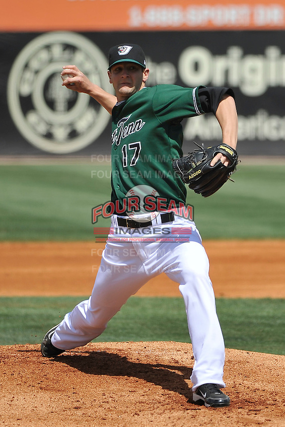 Steven Henskey #17 of the West Tenn Diamond Jaxx in action versus the Mississippi Braves at Pringles Park April 18, 2010 in Jackson, Tennessee. (Photo by Grant Halverson / Four Seam Images)